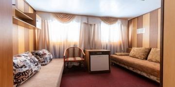 Двухместная, 1-ярусная с удобствами (два дивана)