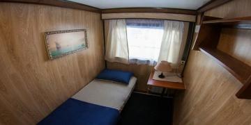 Одноместная каюта с умывальником. 1 кровать.